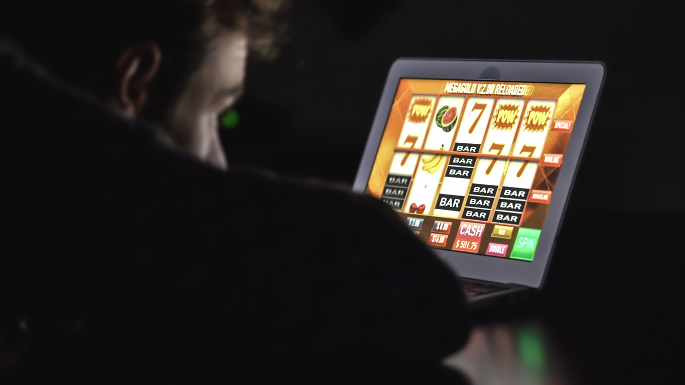 What things make online slot machines popular?