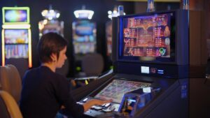 How to play and win slots at judi online